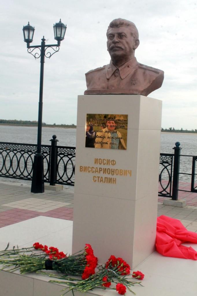 Сталин не ушел в прошлое, он растворился в будущем