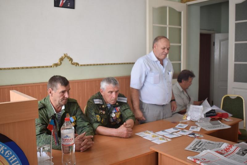 Награды для бойцов Донбасса вручает А.К. Черепанов РКРП