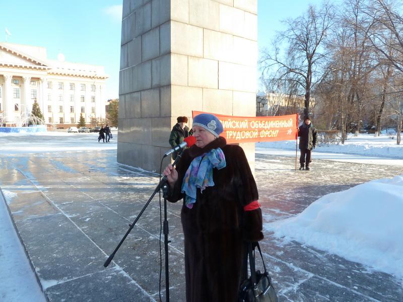 Татьяна Разумовна Целых выступает на митинге памяти В.И. Ленина