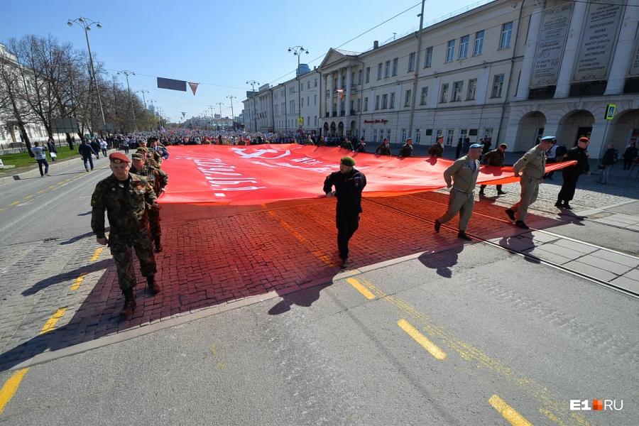 Организаторы «Бессмертного полка» «не рекомендуют» приходить на шествие с портретами И.В. Сталина и красными флагами
