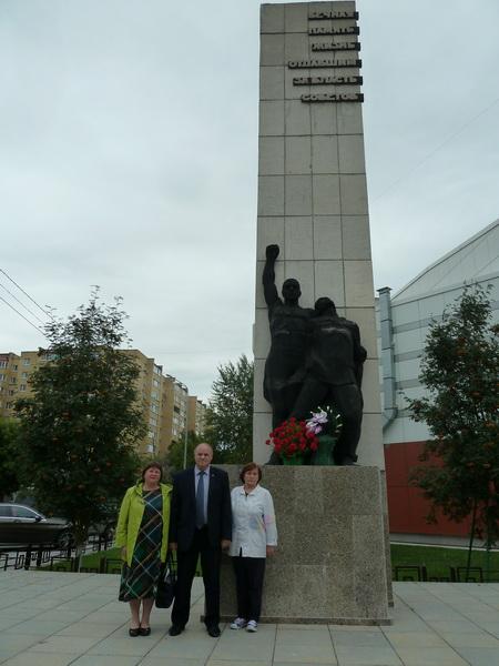 Коммунисты РКРП-КПСС возложили корзины с цветами к памятникам Жертвам колчаковского террора и Борцам Революции в Тюмени 9 августа 2019 г.