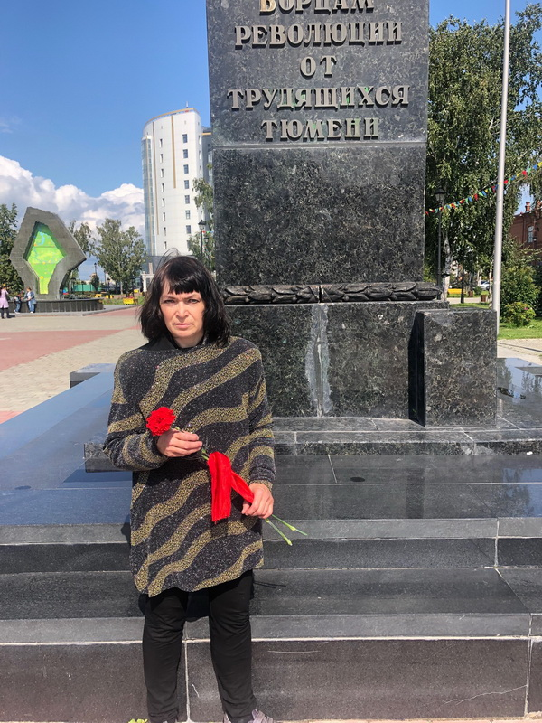 8 августа 2019 года, в день 100-летия со дня освобождения города Тюмени от белогвардейцев несколько жителей возложили скромные красные гвоздики к памятнику Борцам революции на улице Республики