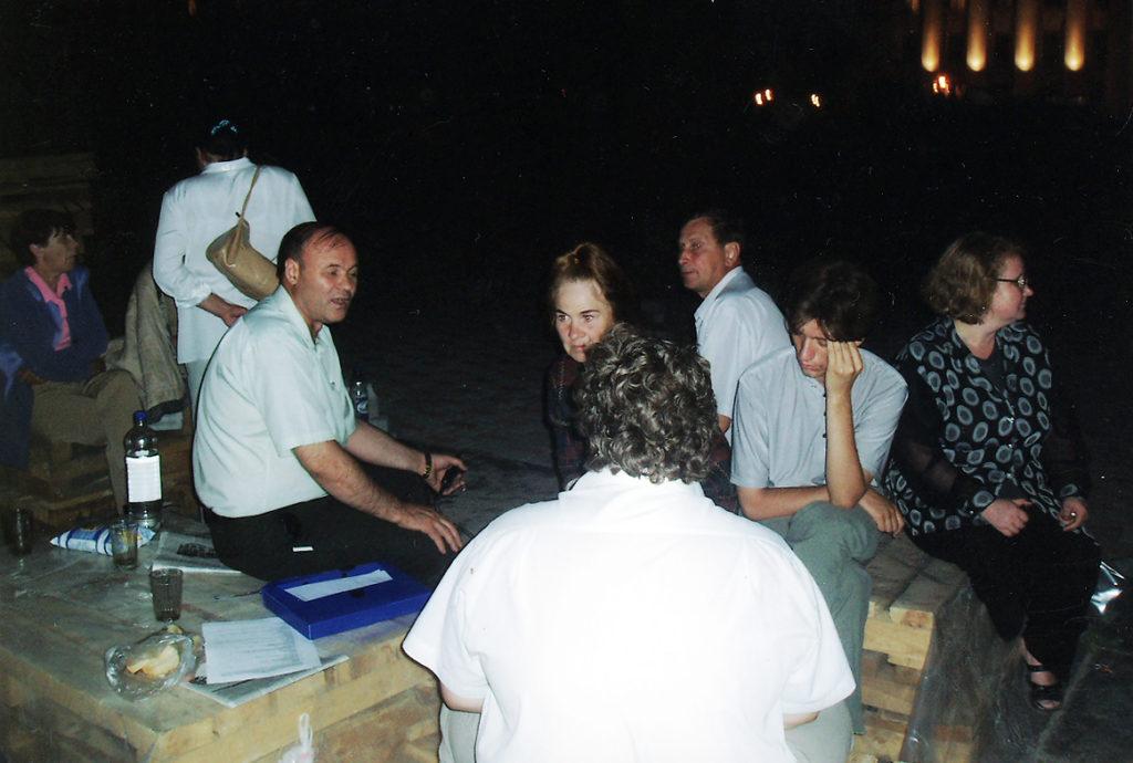 Защита коммунистами РКРП памятника В.И. Ленину от переноса в Тюмени в 2004 году. Ночное дежурство.