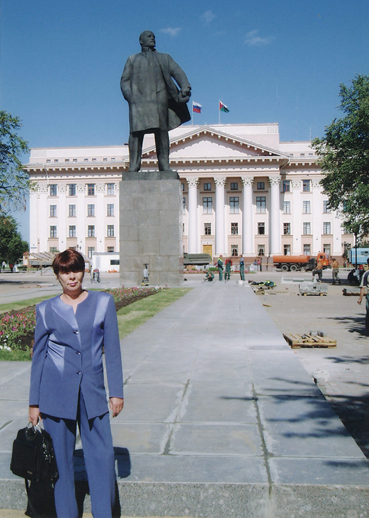 Защита коммунистами РКРП памятника В.И. Ленину от переноса в Тюмени в 2004 году. После победы.