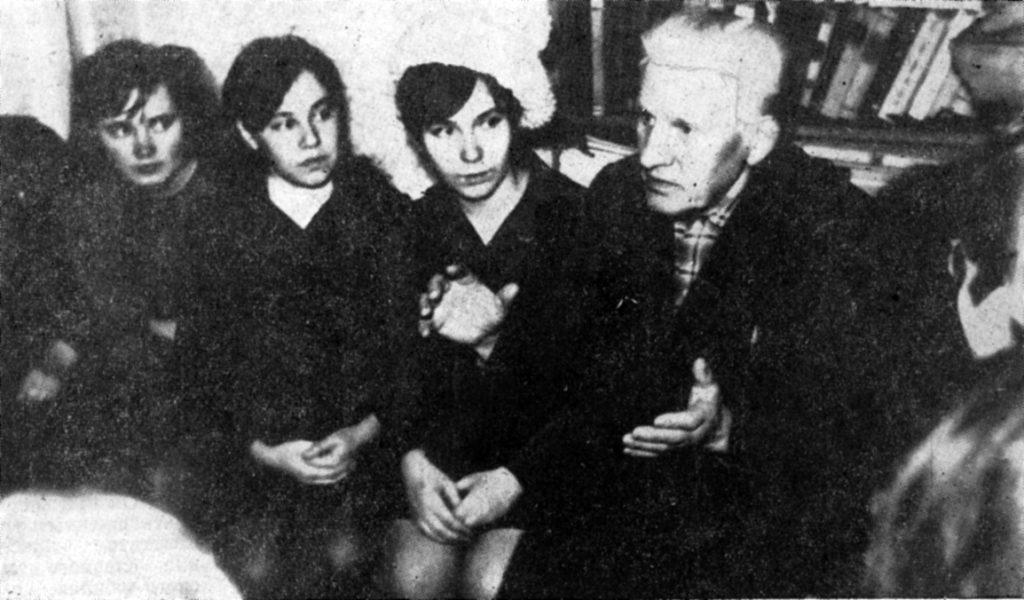 Этим человеком оказался Фотий Иванович Бартов (1902-1975 гг.). Он был одним из 13 делегатов от Урала, которому выпала честь побывать в столице Родины Москве на знаменитом для комсомола съезде.
