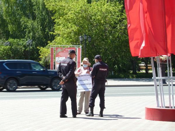 Вера Николаевна Минина, секретарь Тюменского горкома РКРП в одиночном пикете