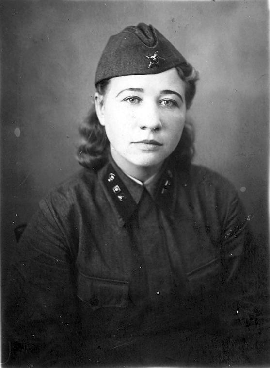 На память Лиде от Шурки. Вспомни эти дни, когда была такой. 21 ноября 1941 г.