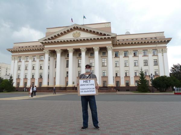Секретарь Тюменского обкома РКРП-КПСС М.А. Савелков в одиночном пикете, 28 июля 2020 г.